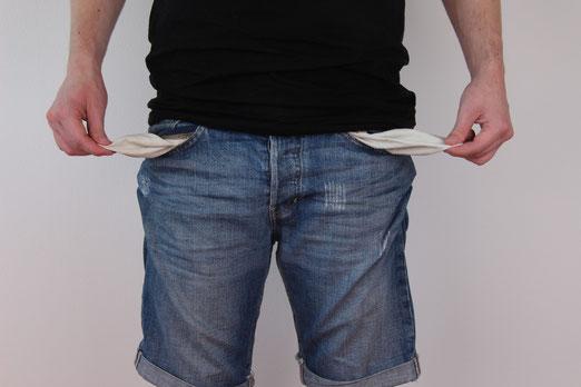 Wenn du diese 8 Dinge machst, bleibst du arm